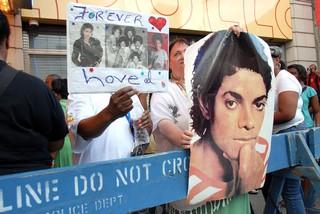 michael jackson funeral fans