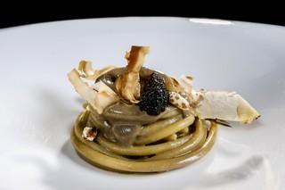 """Spaghettone-alle-alici-con-acqua-di-burrata-umeboshi-e-caviale """"classe = """"col-12-xs"""" data-src = """"https://video-images.vice.com/_uncategorized/1562614829574-Spaghettone-alle-alici-con-acqua-di-burrata-umeboshi-e-caviale.jpeg"""" /> </source></source></source></source></source></picture> <p> Spaghettone alle alcole con acqua di burrata, umeboshi e caviale </p> </p></div> <div class="""