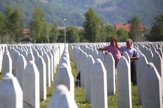 1562668585685-7-Ovih-dana-dolaze-pojedini-clanovi-rodbine-kako-bi-se-pomilili-za-svoje-mrtve-i-obisli-mesta-na-kojima-su-sahranjeni