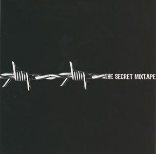 """brokenspeakers-secret-mixtape """"class = """"col-12-xs"""" data-src = """"https://video-images.vice.com/_uncategorized/1562873293130-brokenspeakers-secret-mixtape.jpeg"""" /> </source></source></picture></a> </p> <p> Clicca sulla copertina per ascoltare The Secret Mixtape su YouTube </p> </p></div> <p> Uno spaccato che spacca del suono di Roma prima che tutto esplodesse <i> davvero </i>. I Brokenspeakers si accolgono tra le loro tracce giganti come Noyz Narcos e il Chicoria, leggende underground come Er Costa e Matt Er Negretto-e fanno rappare Coez, che in """"Continuo Così"""" pare di nuovo quello degli inizi. </p> <h2>  IZI – <i> Julian Ross Mixtape </i> (2015) </h2> <div class="""
