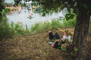 tomorrowland-festival-boom-liggen-aan-water