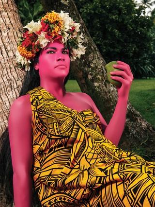 1565141409866-LaFemmeALaMangue_I_60x80cm_300DPI_NamsaLeuba_2019_Tahiti_300