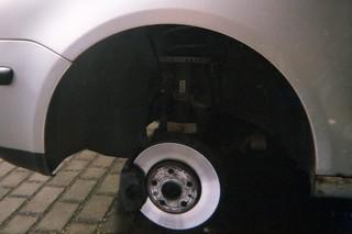 Auto ohne Reifen