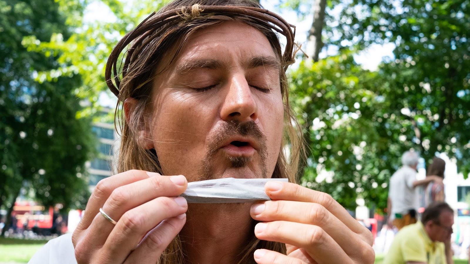 Wir haben Besucher der Hanfparade blind Joints drehen lassen - VICE