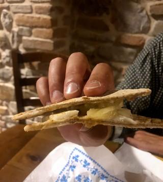 Piadina-ananas-e-caciotta-piccante