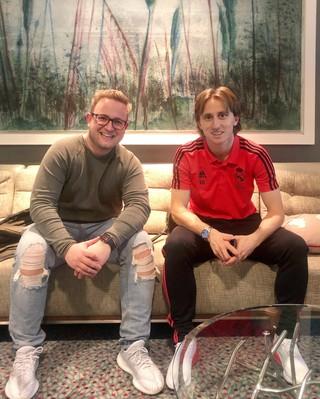 Michel Joustra met Luka Modric.