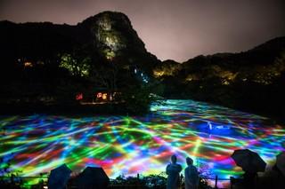 1567171859610-p_IMAGE3_Drawing-on-the-Water-Surface-Created-by-the-Dance-of-Koi-and-Boats-Mifuneyama-Rakuen-Pond__rain01