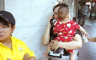 thailand-reis-vrouw-telefoon-straat-fotos-annabella-schwagten