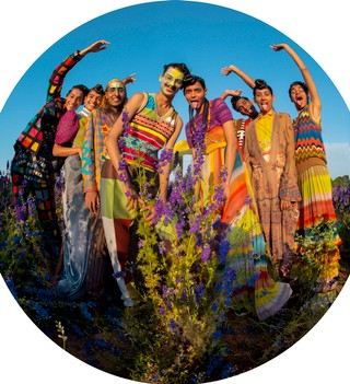 1568198706093-Tim-Walker-Zo-Kiran-Kandola-Firpal-Yusuf-Ravyanshi-Mehta-Jeenu-Mahadevan-Chawntell-Kulkami-Radhika-Nair-Pershore-Worcestershire-2018-c-Tim-Walker-Studio