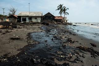1568705376346-Oil-Spill-Karawang-8