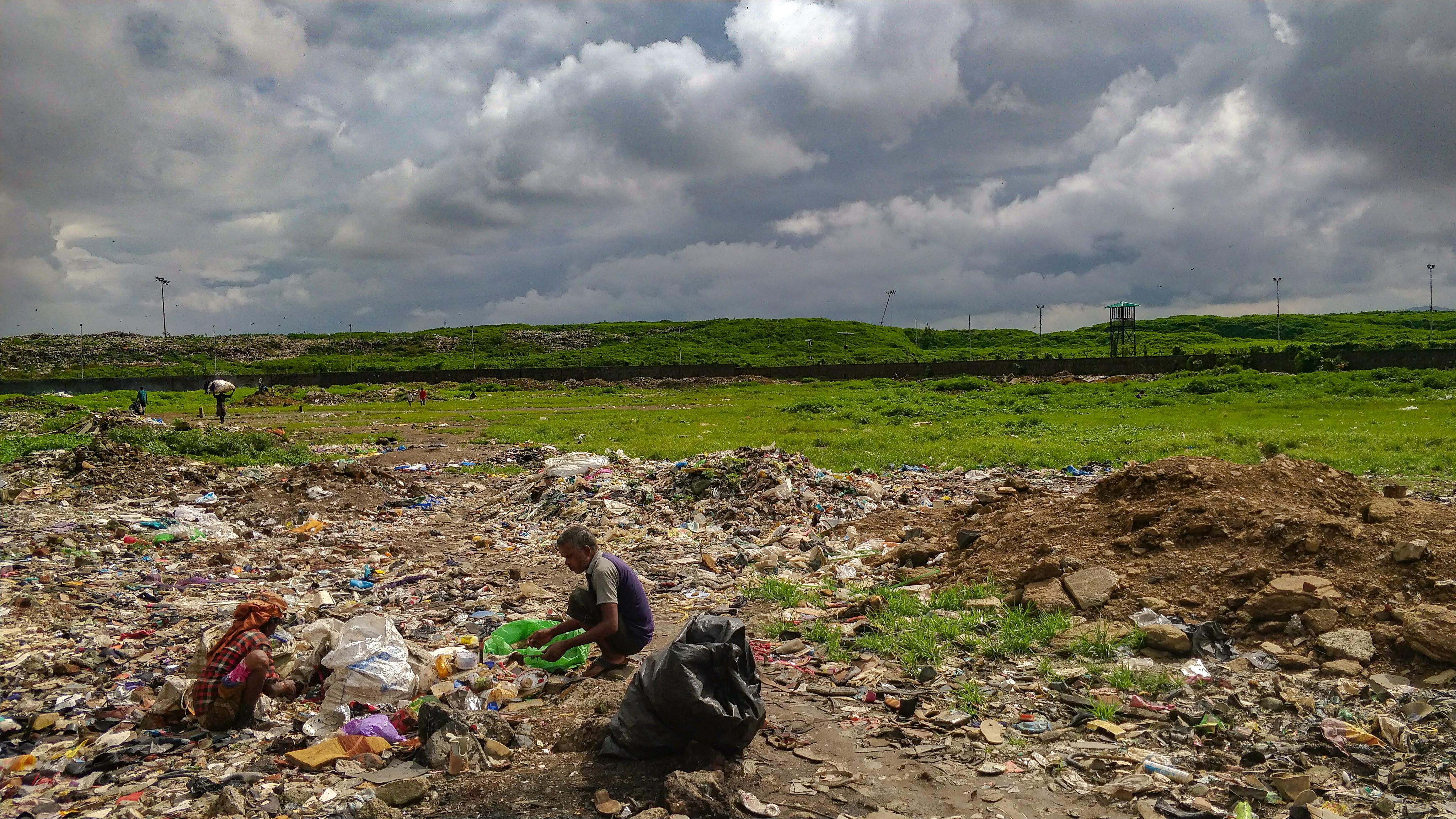 1568802609969-Ragpickers-at-Deonar-garbage-dump-8