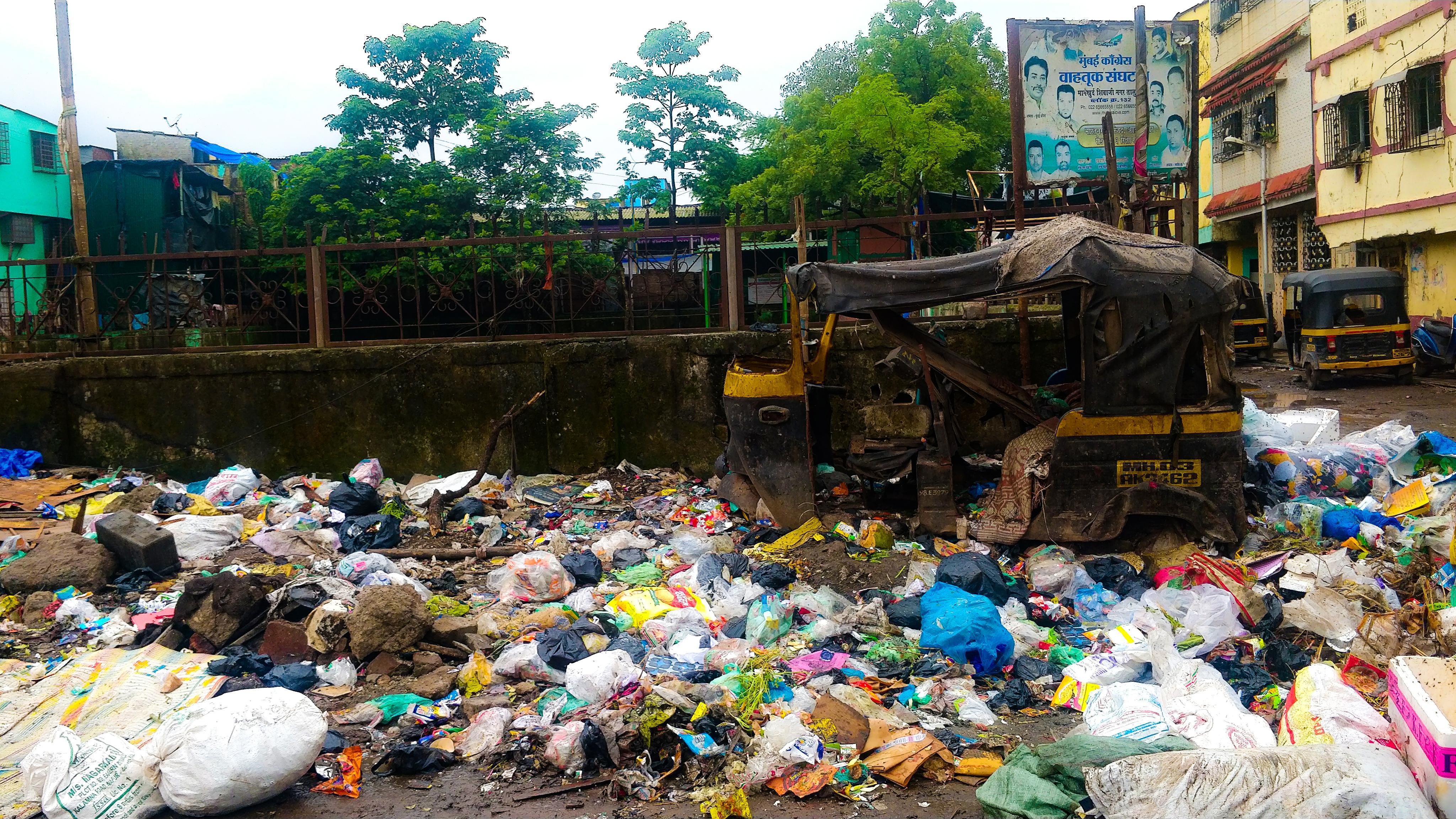 1568802978435-Ragpickers-at-Deonar-garbage-dump-5