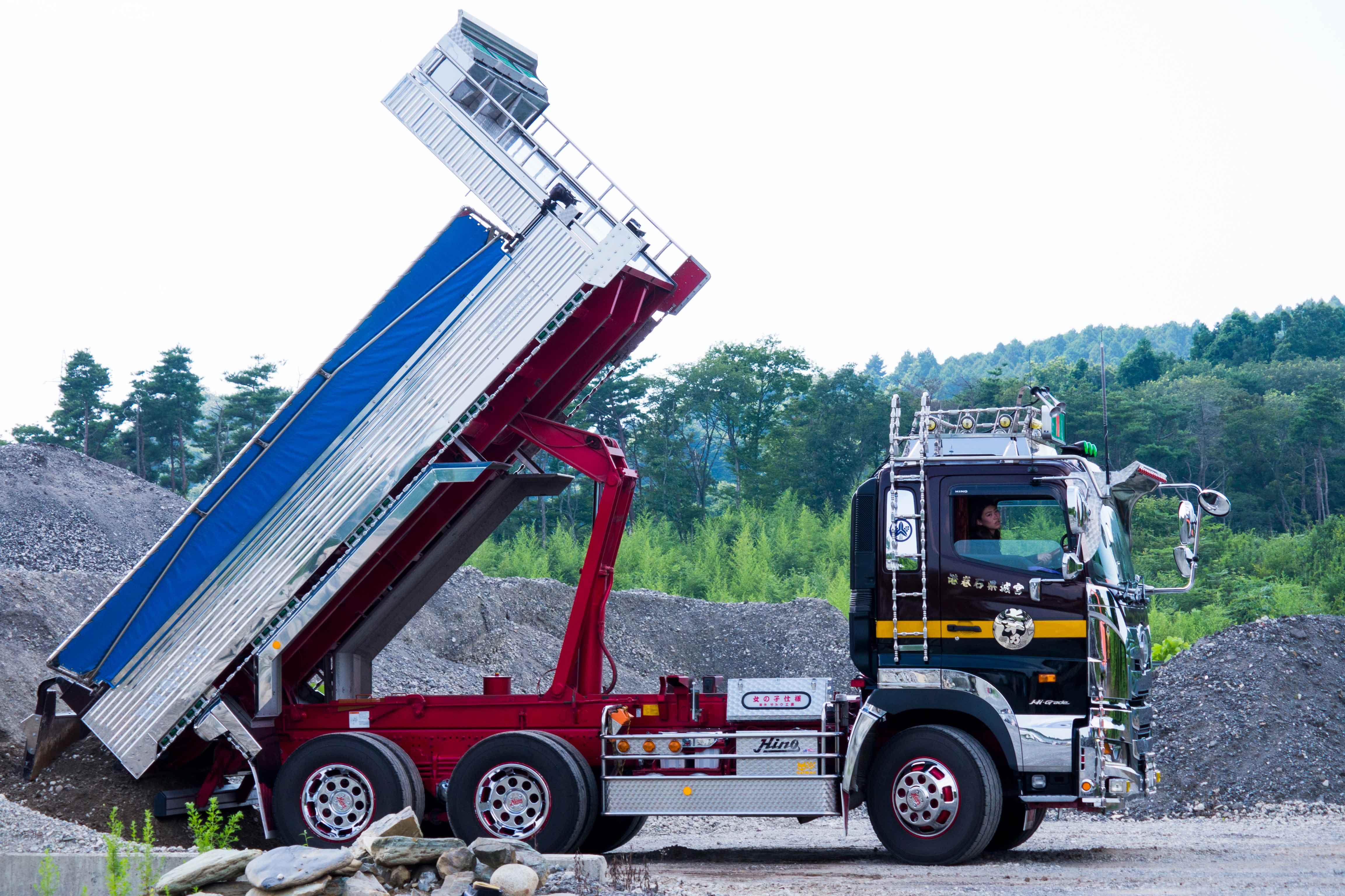 dekotora woman truck driver