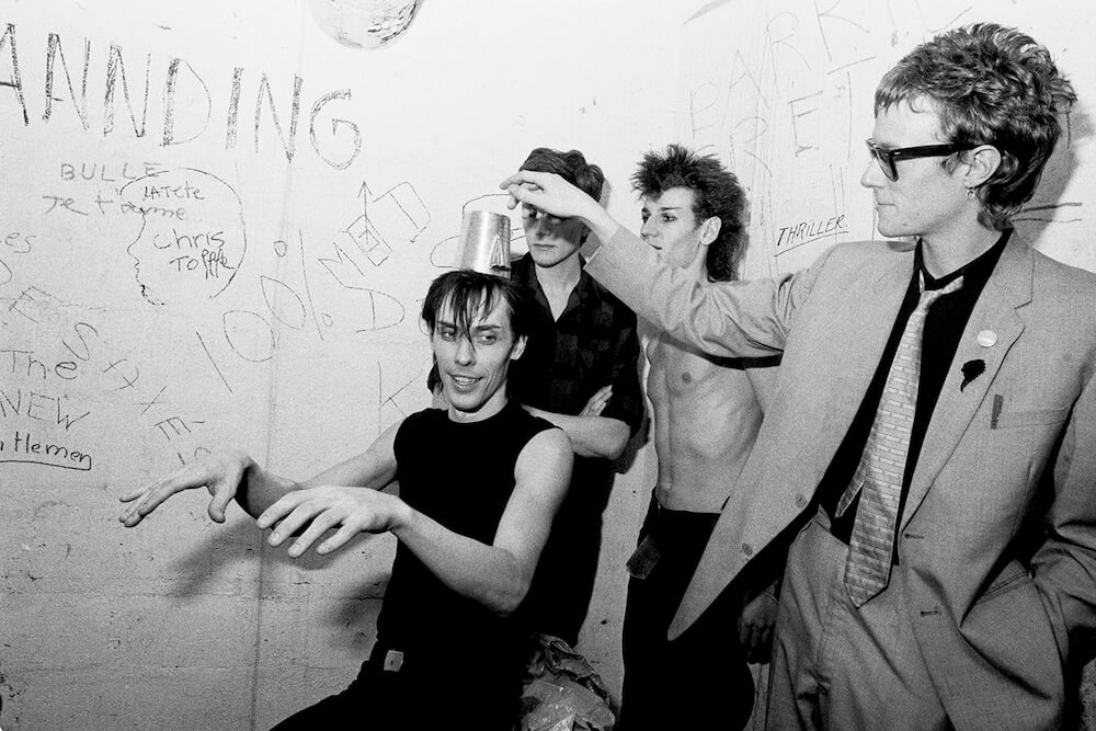 1571742230826-backstage-rose-bonbon-groupe-bauhaus-1981