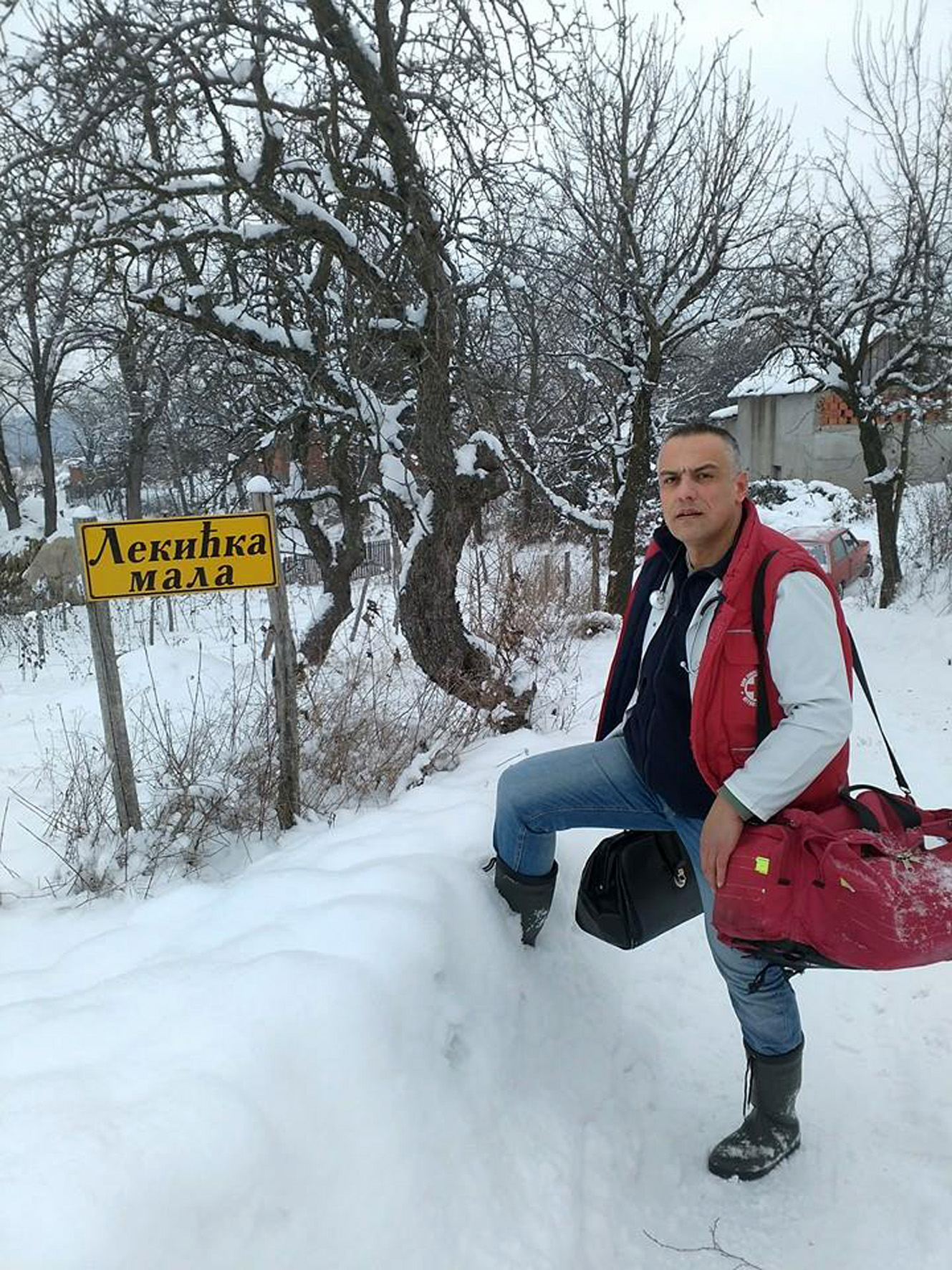 dr Ivan-Andjelic-na-terenu01