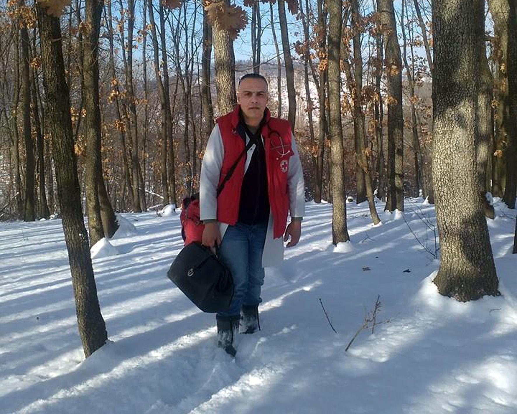 1576665022590-dr-Ivan-Andjelic-na-terenu03