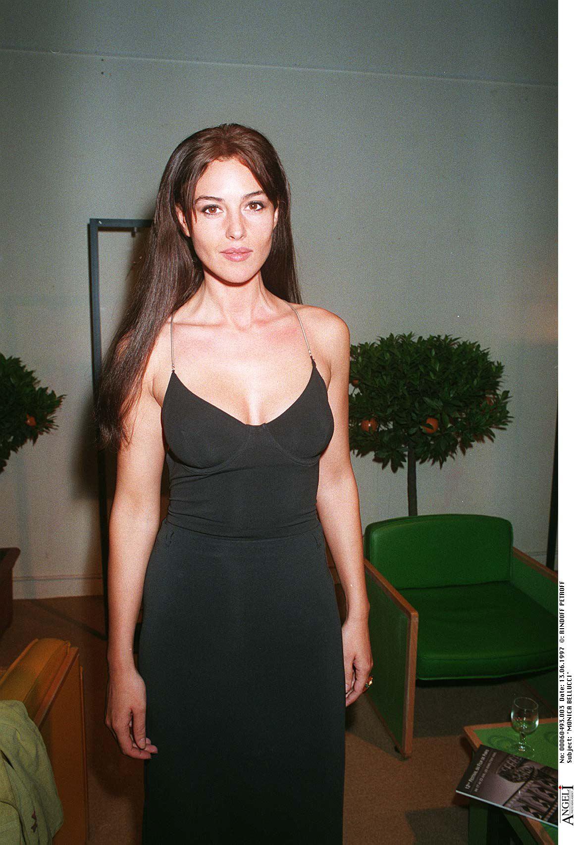 Monica-Bellucci-at-the-Dobermann-premiere
