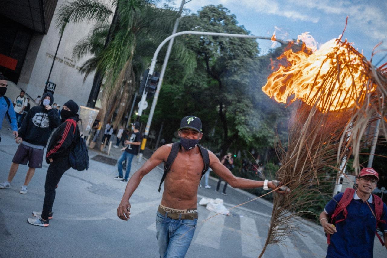 llamas protesta policía Medellín .jpeg