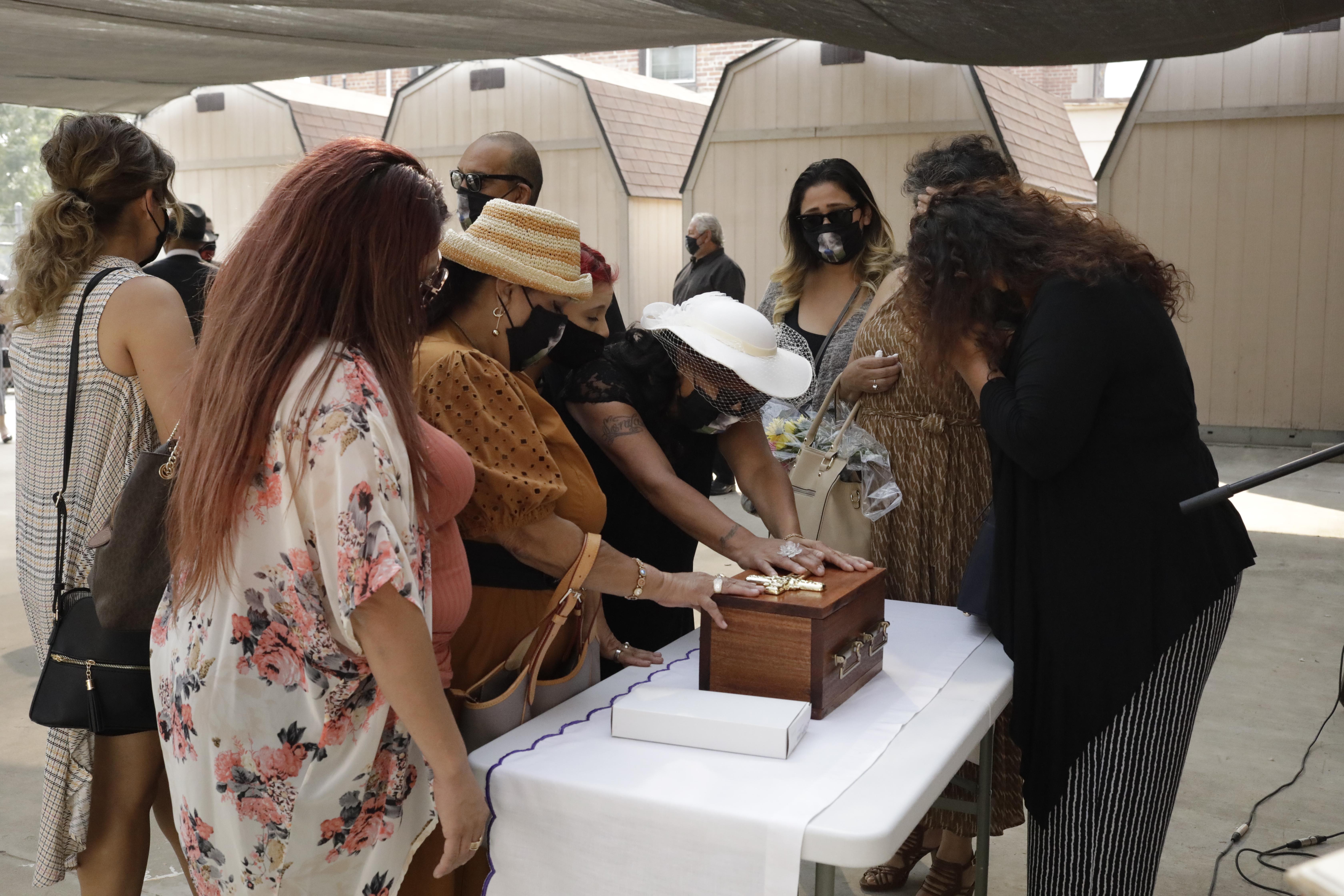 Avila family grieving by Nate Anderson.JPG