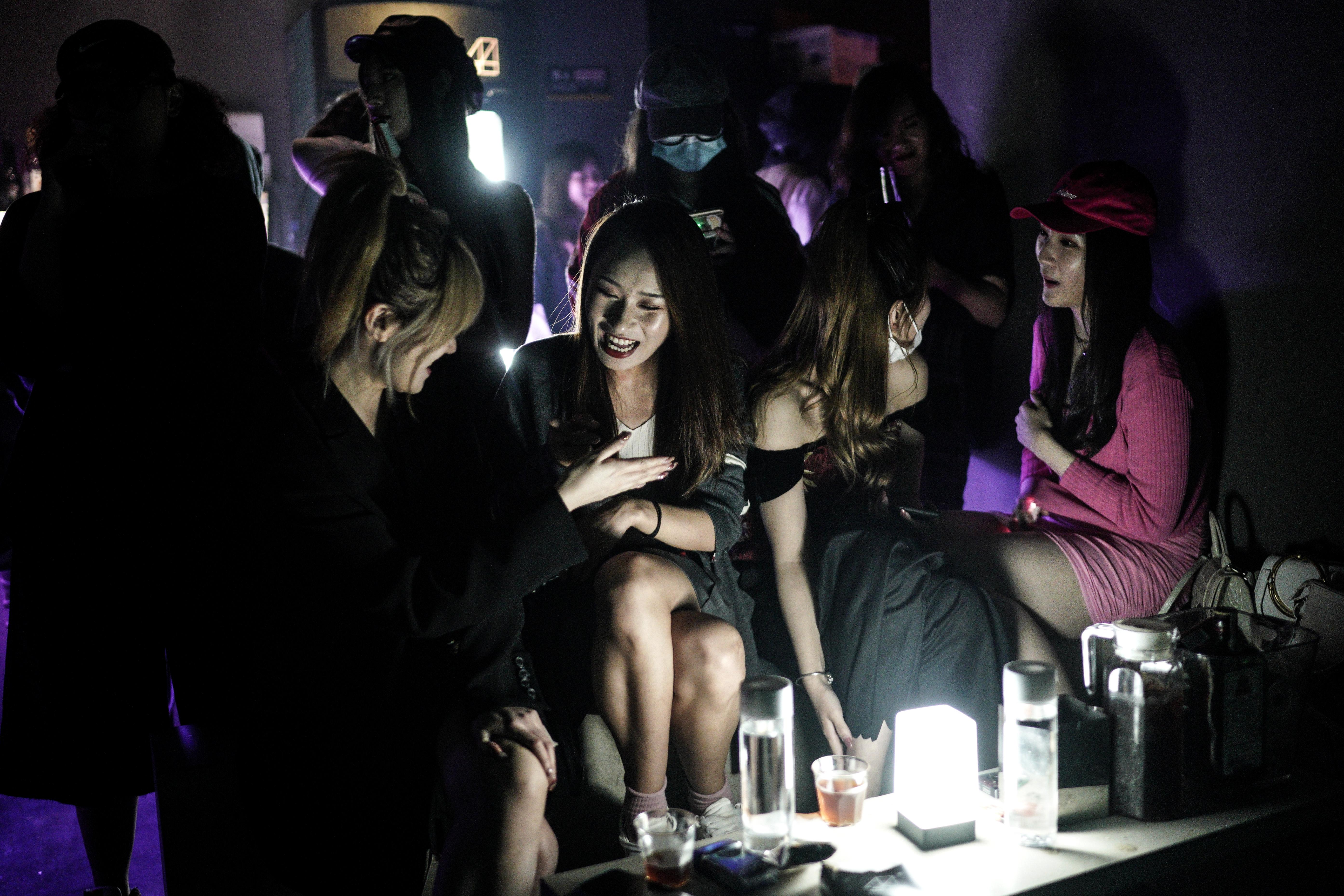 photos-wuhan-china-party-club-disco-bar-coronavirus-new-normal