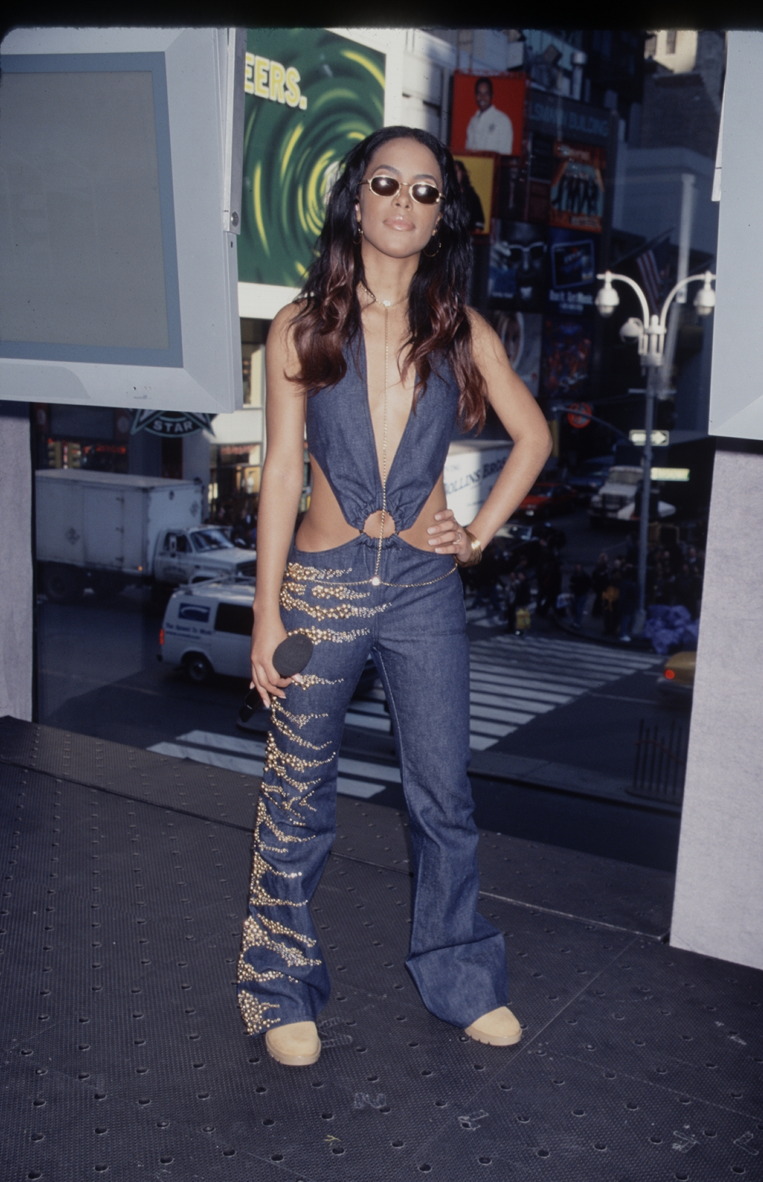 7 Of Aaliyah S Most Iconic Outfits I D