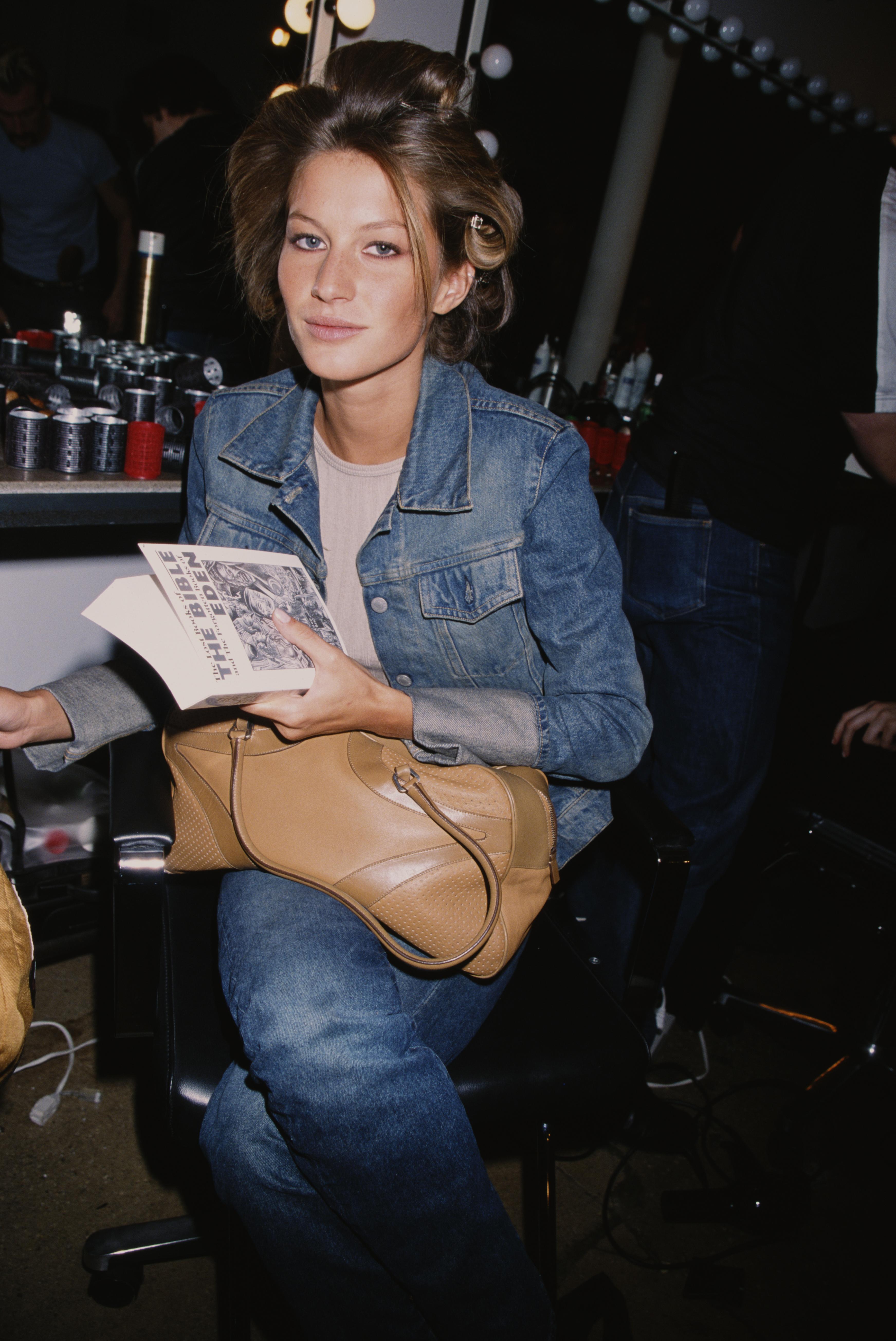 gisele-bundchen-most-iconic-outfits-fashion-style