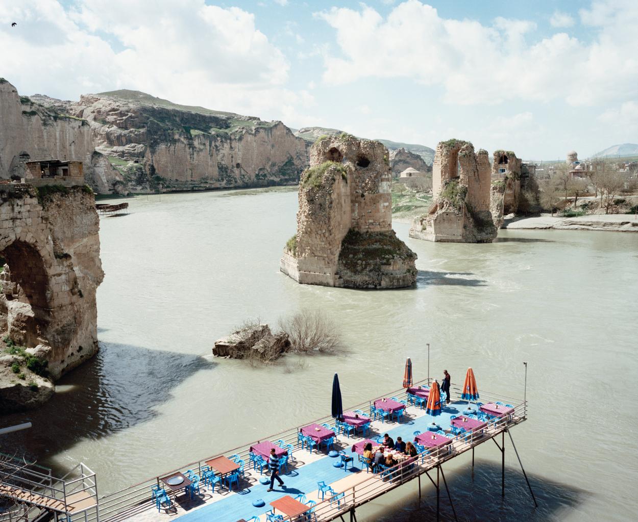 Tepi sungai Tigris yang tak jauh dari kota tua Hasankeyf.