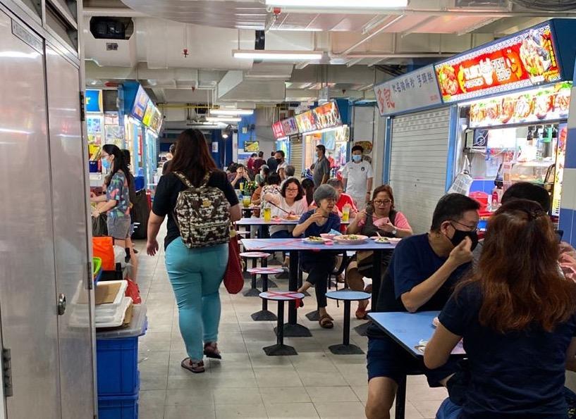 Saya mengambil foto ini saat tersesat di Chinatown Complex Food Centre, salah satu pusat kuliner kaki lima terbesar di Singapura. Foto: Koh Ewe.