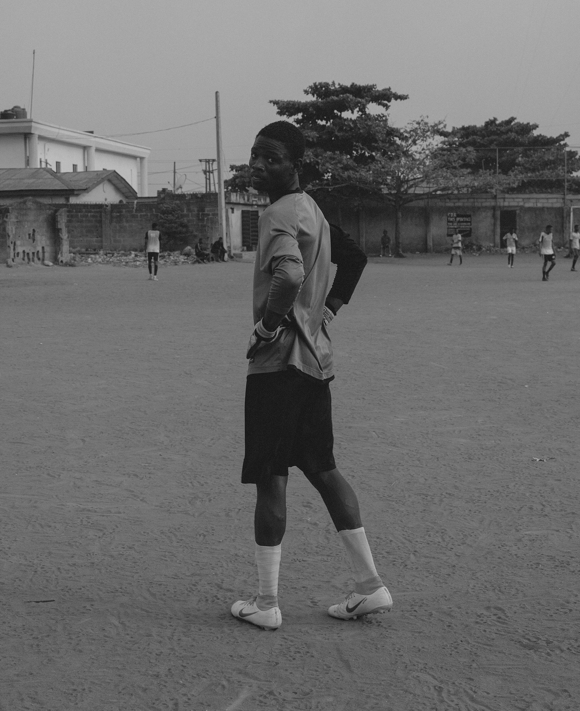 Lelaki muda berolahraga