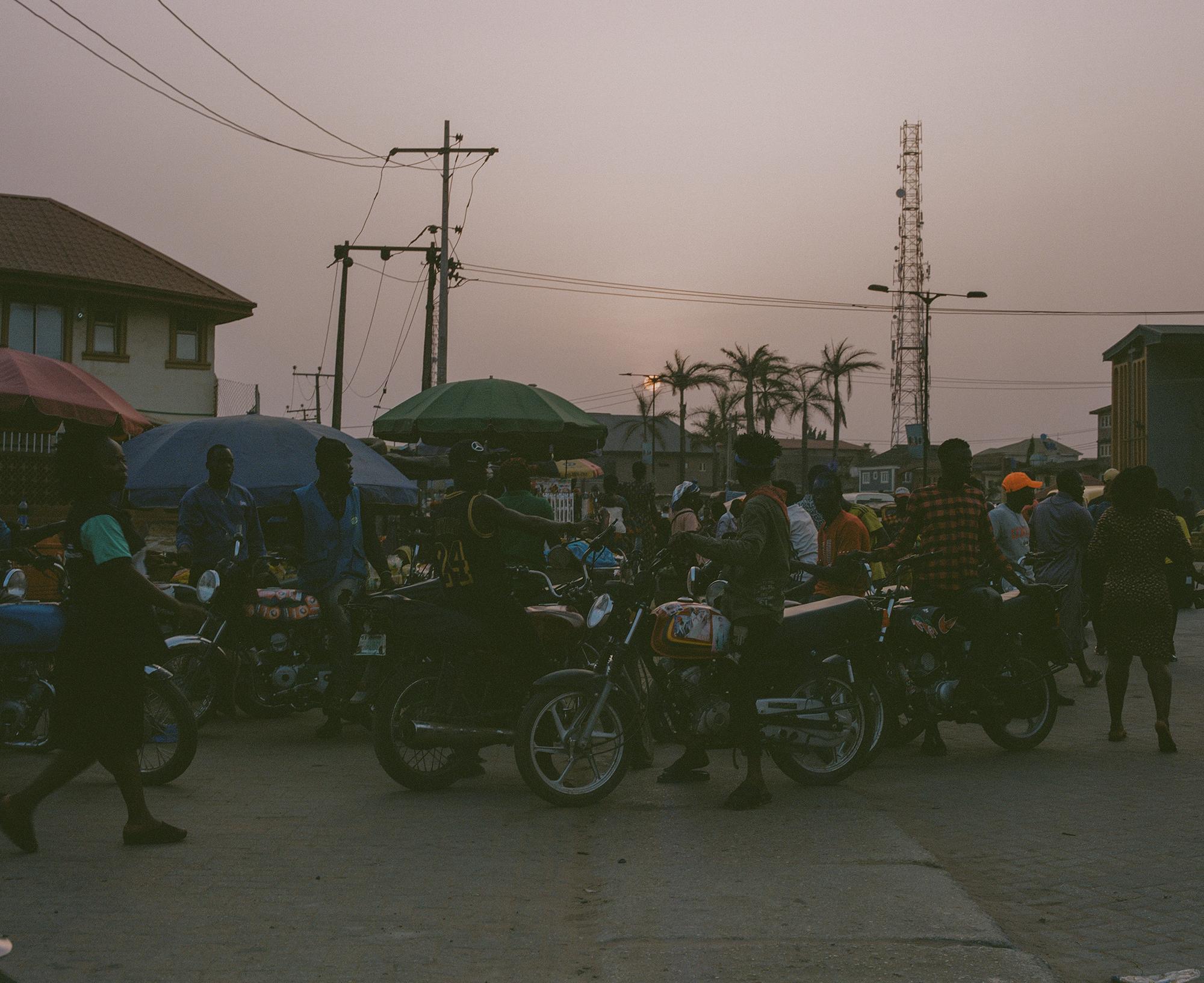 Jalanan yang ramai dengan motor
