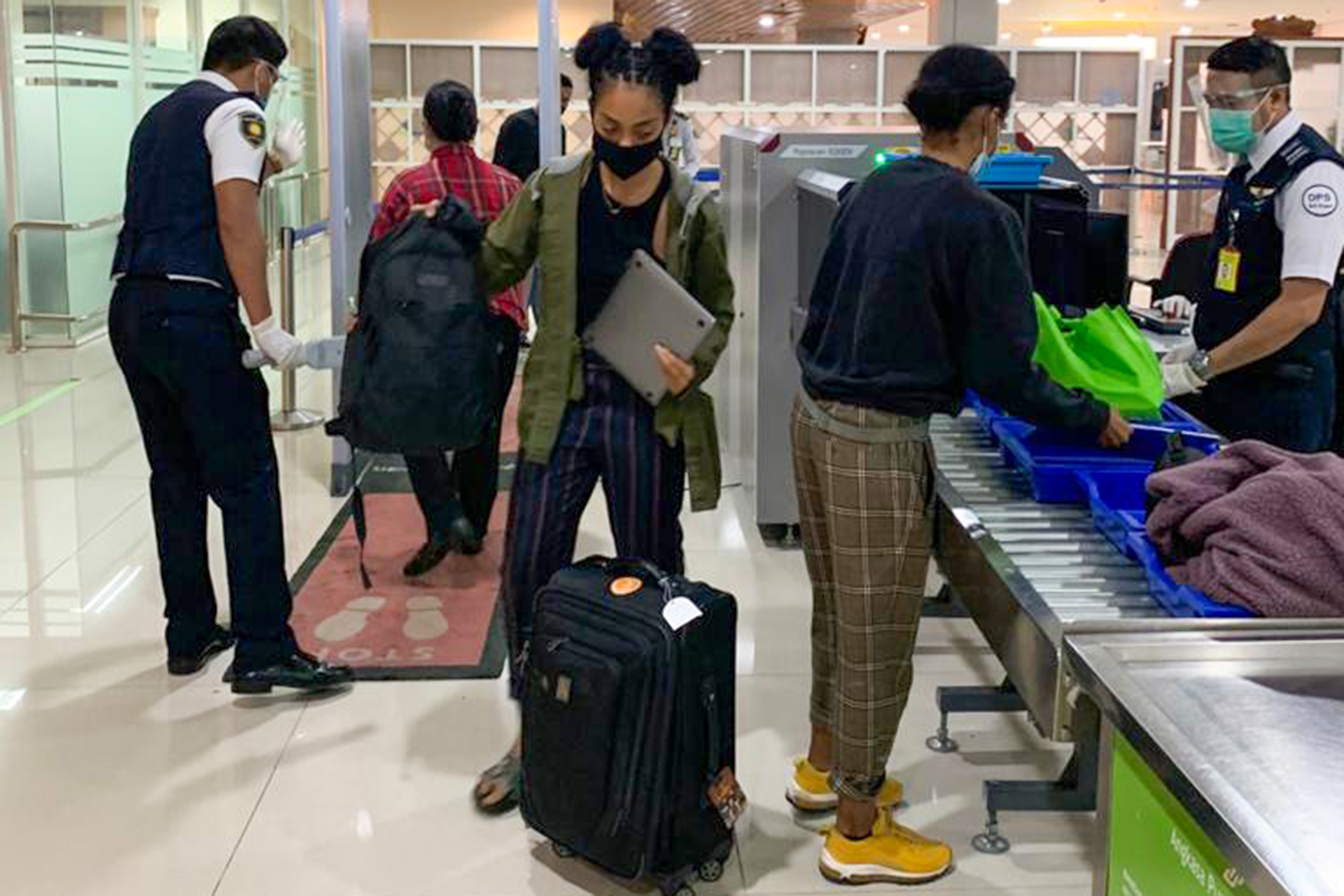 Kristen Gray prepares to leave Bali at the airport in Denpasar. (PHOTO: AFP / MINISTRY OF LAW AND HUMAN RIGHTS)