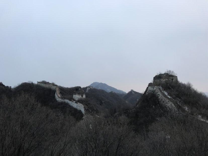 Berkemah di sebuah tempat terbengkalai di Tembok Besar Tiongkok.