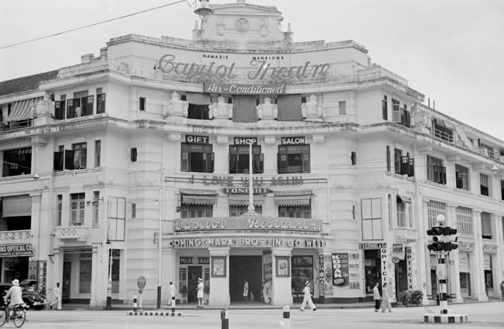 Gedung Capitol Theatre di era 1940-an.