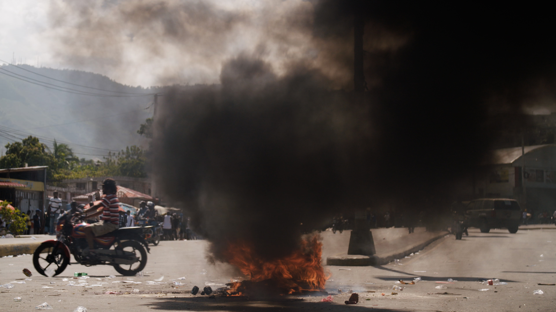 For weeks, protesters have been in bloody clashes with security forces, demanding that Haiti's president step down. (Photo: Samuel Stonefield/VICE News)