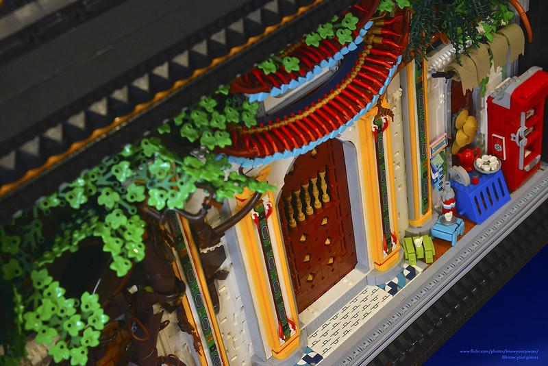 Susunan bagian depan rumah dengan arsitektur khas Vietnam LEGO