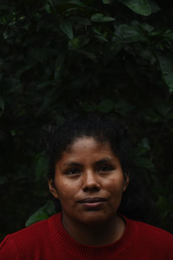 Érika Apaza Aguilar tiene 25 años y es cultivadora de coca, al igual que su madre y sus dos hermanas.
