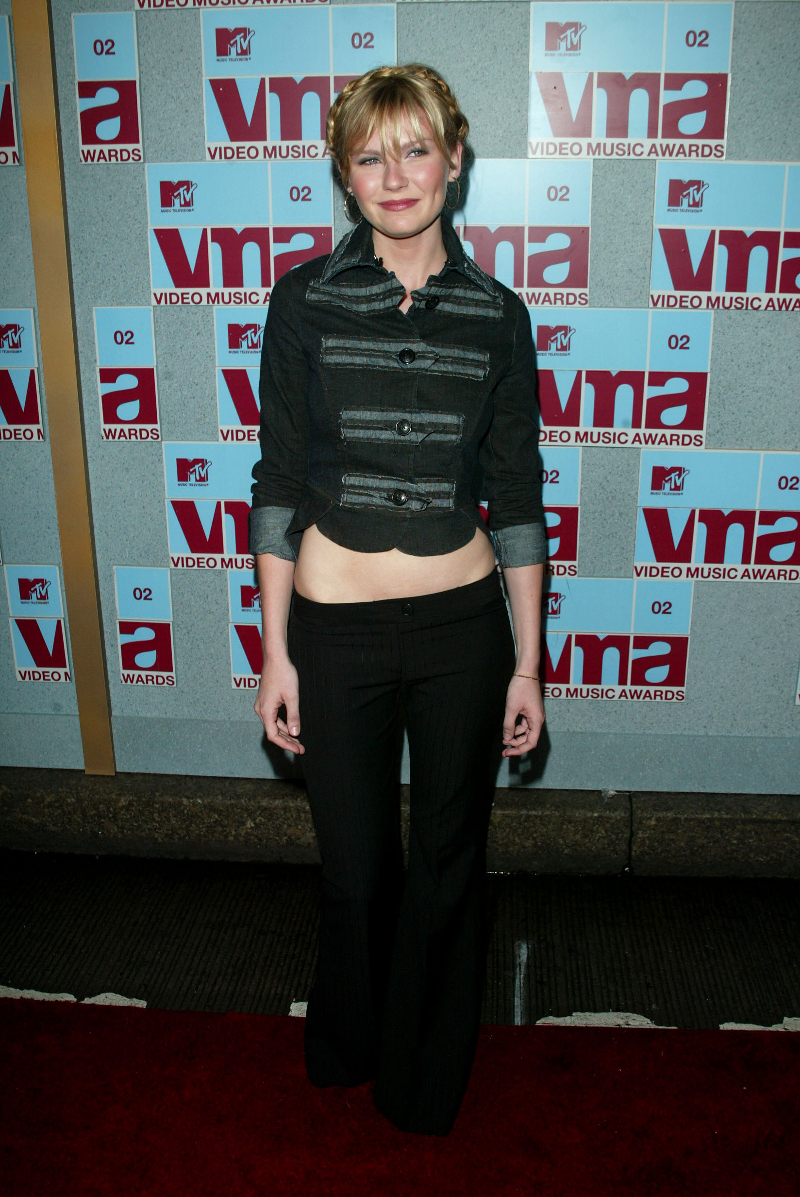 kirsten dunst on the vma's red carpet in low rise pants and 00s style