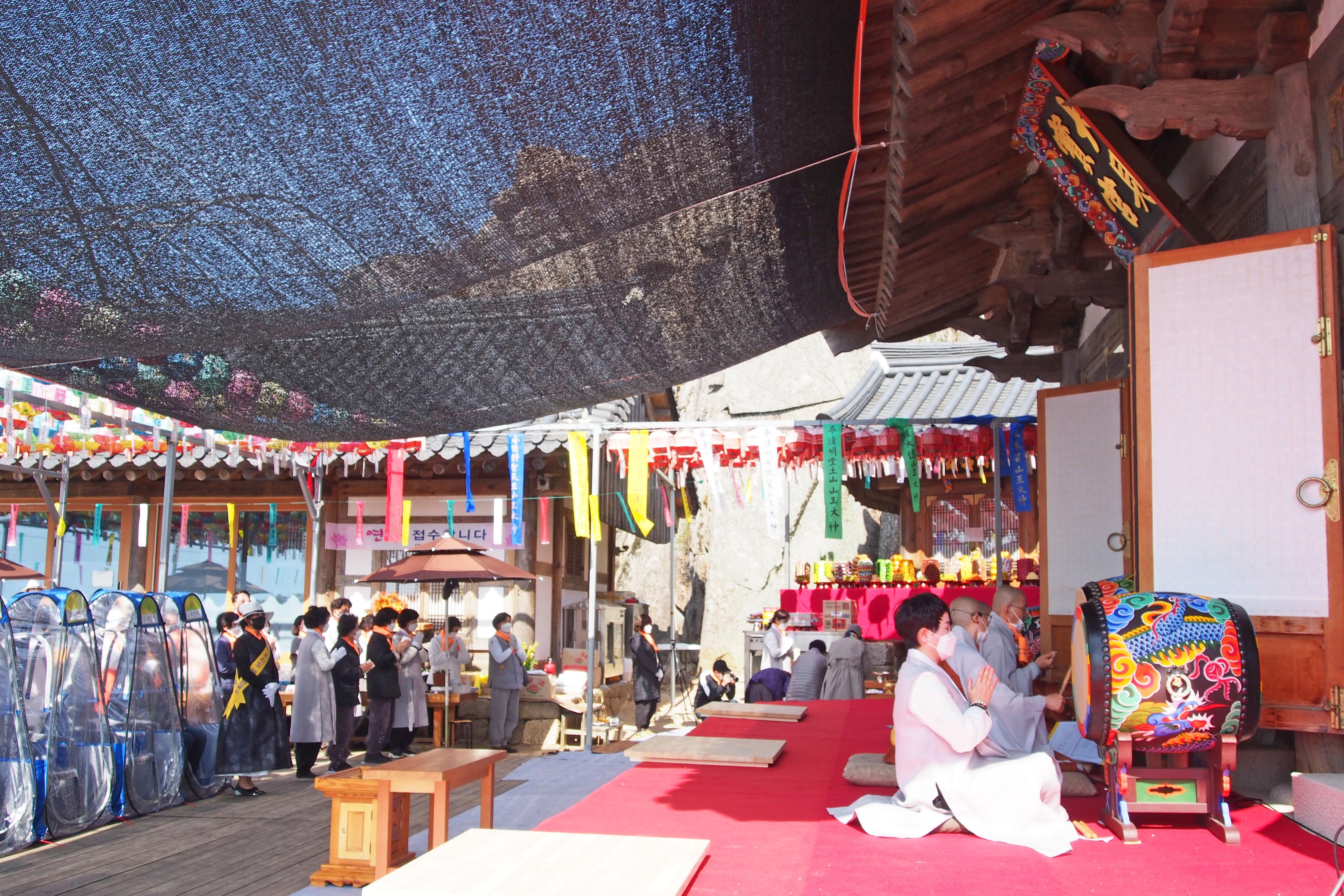 Prayer Pods Tent Buddhist temple South Korea COVID-19