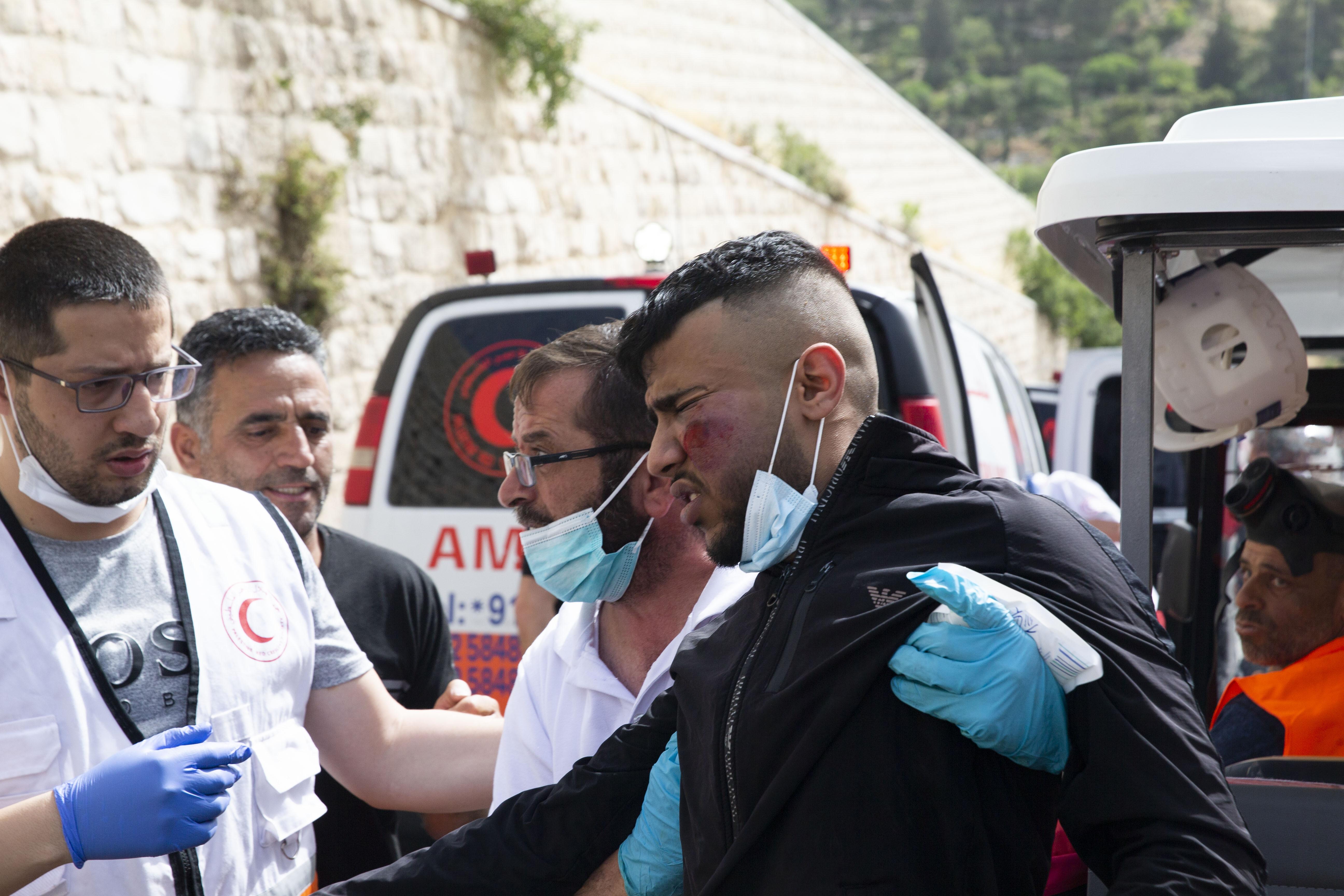 Lelaki Palestina terluka di Pintu Gerbang Singa