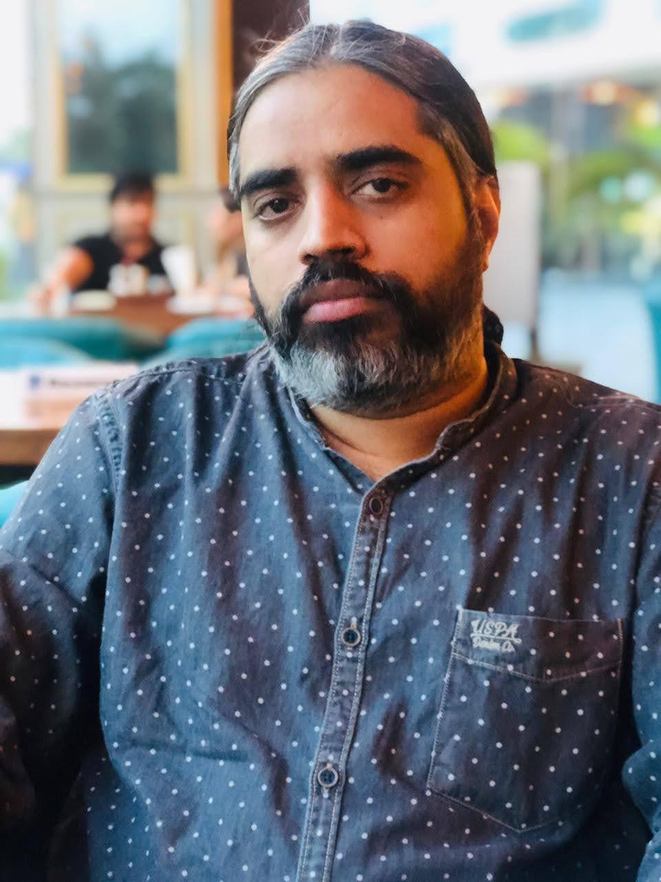Suneet Kumar Singh, joki tugas profesional di India