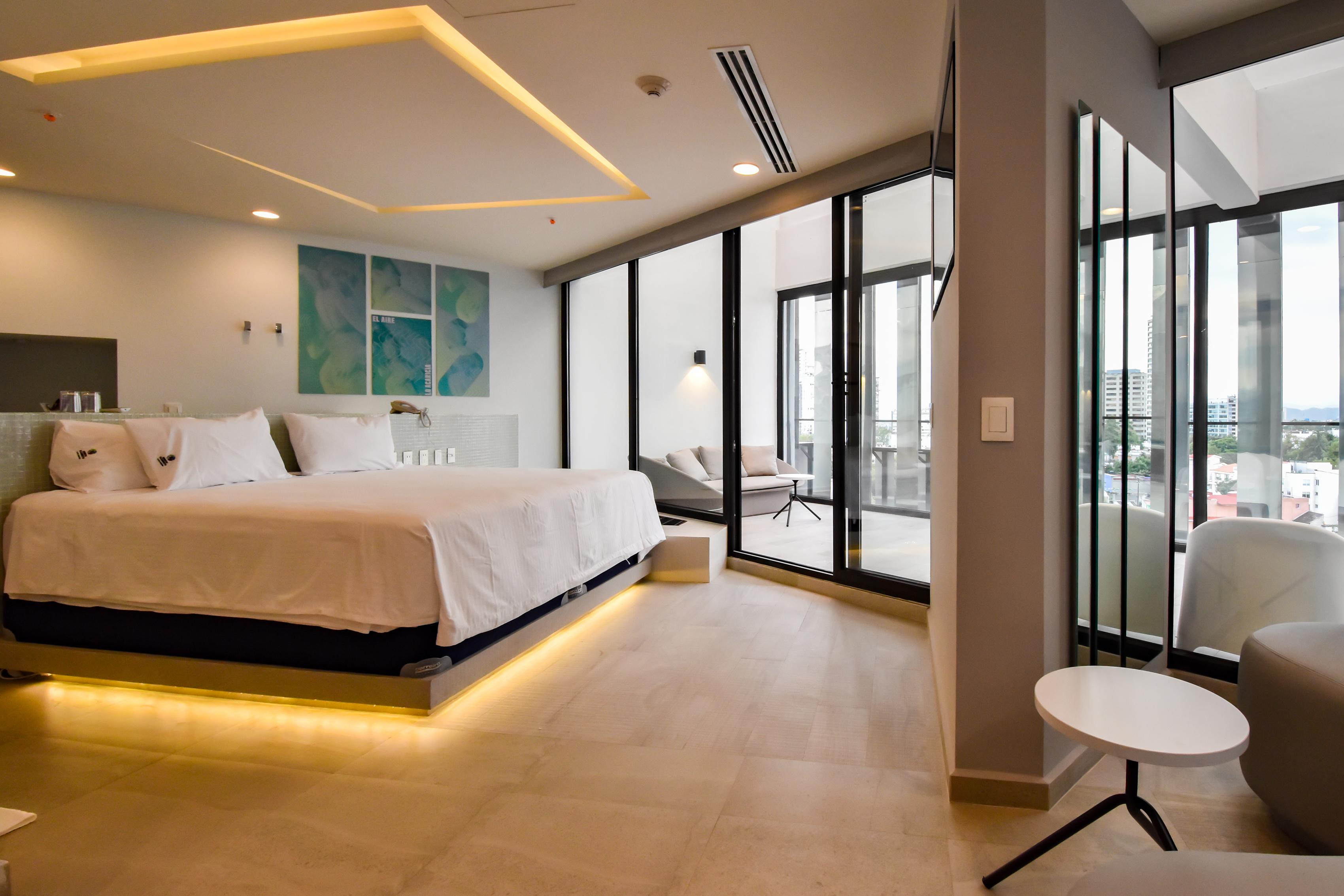 Kamar suite dengan teras di hotel Quintoelemento.