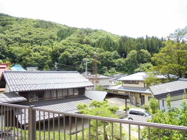 Pemandangan dari salah satu rumah kosong di Nagoya.