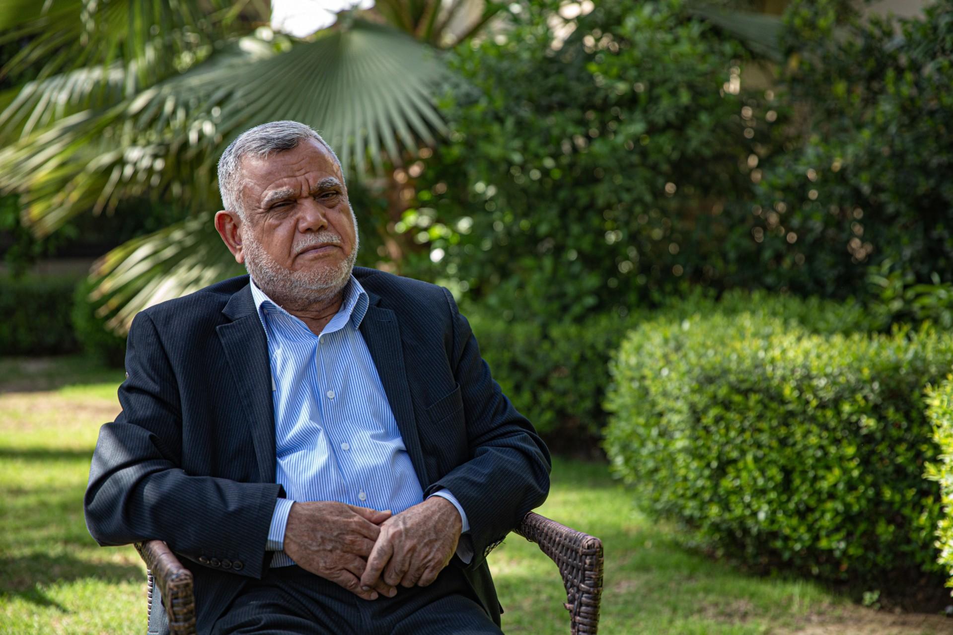 Hadi al-Amiri duduk di halaman belakang rumahnya.