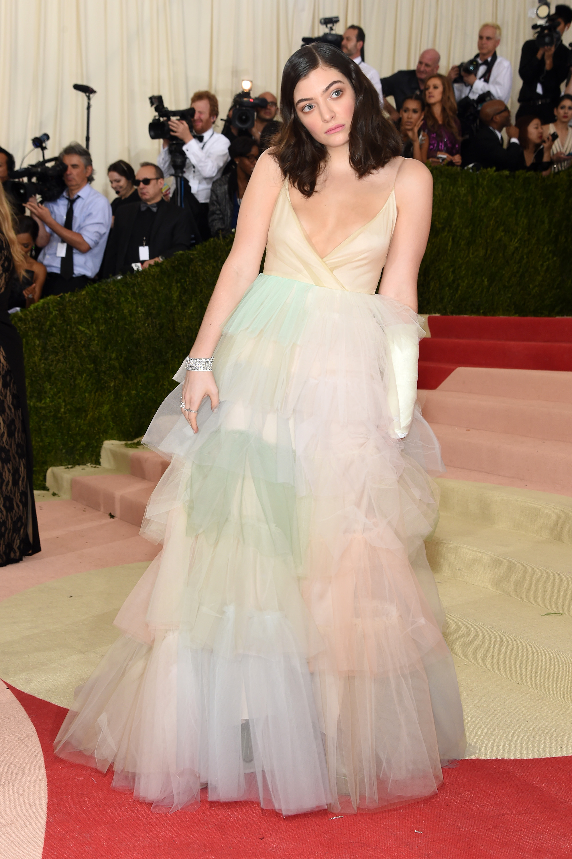 lorde posing on the met gala red carpet in a tulle valentino dress 2016