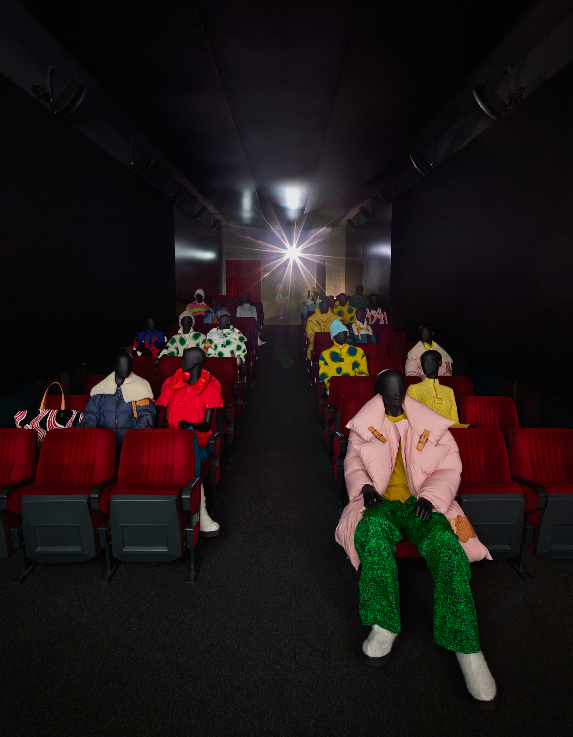 1_Moncler_JW_ANDERSON_installation_with_mannequines_04.jpg