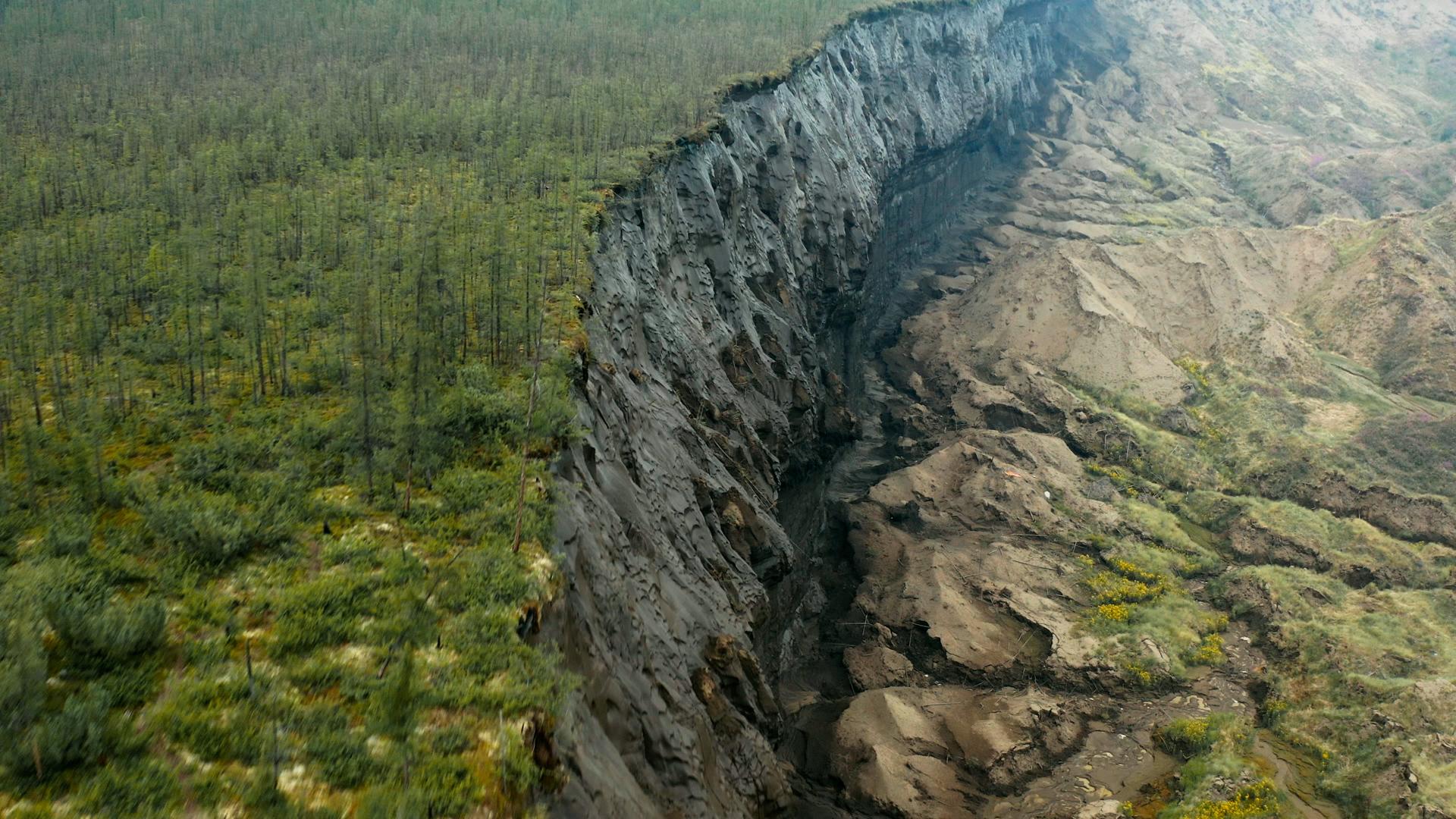 Kawah permafrost di Siberia.