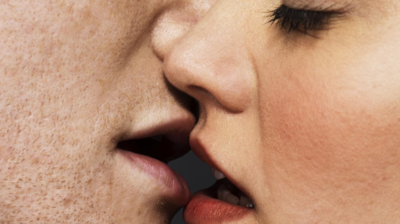 mi esposo me contagio de herpes bucal