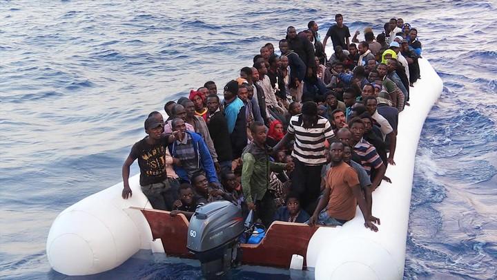 """Come andrebbe affrontata la """"crisi migranti"""" secondo chi la studia e vive da anni"""