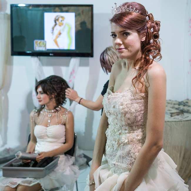 10bf75bd559 Όλα όσα Έμαθα για την Ελληνική Βιομηχανία του Γάμου Προσπαθώντας να ...