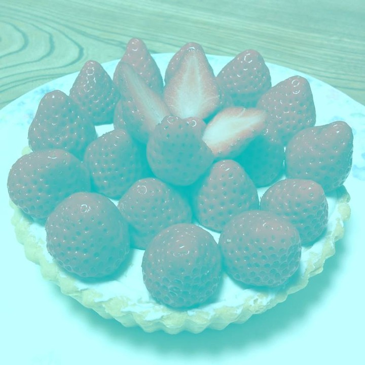 This Picture Has No Red Pixels—So Why Do the Strawberries Still Look Red?
